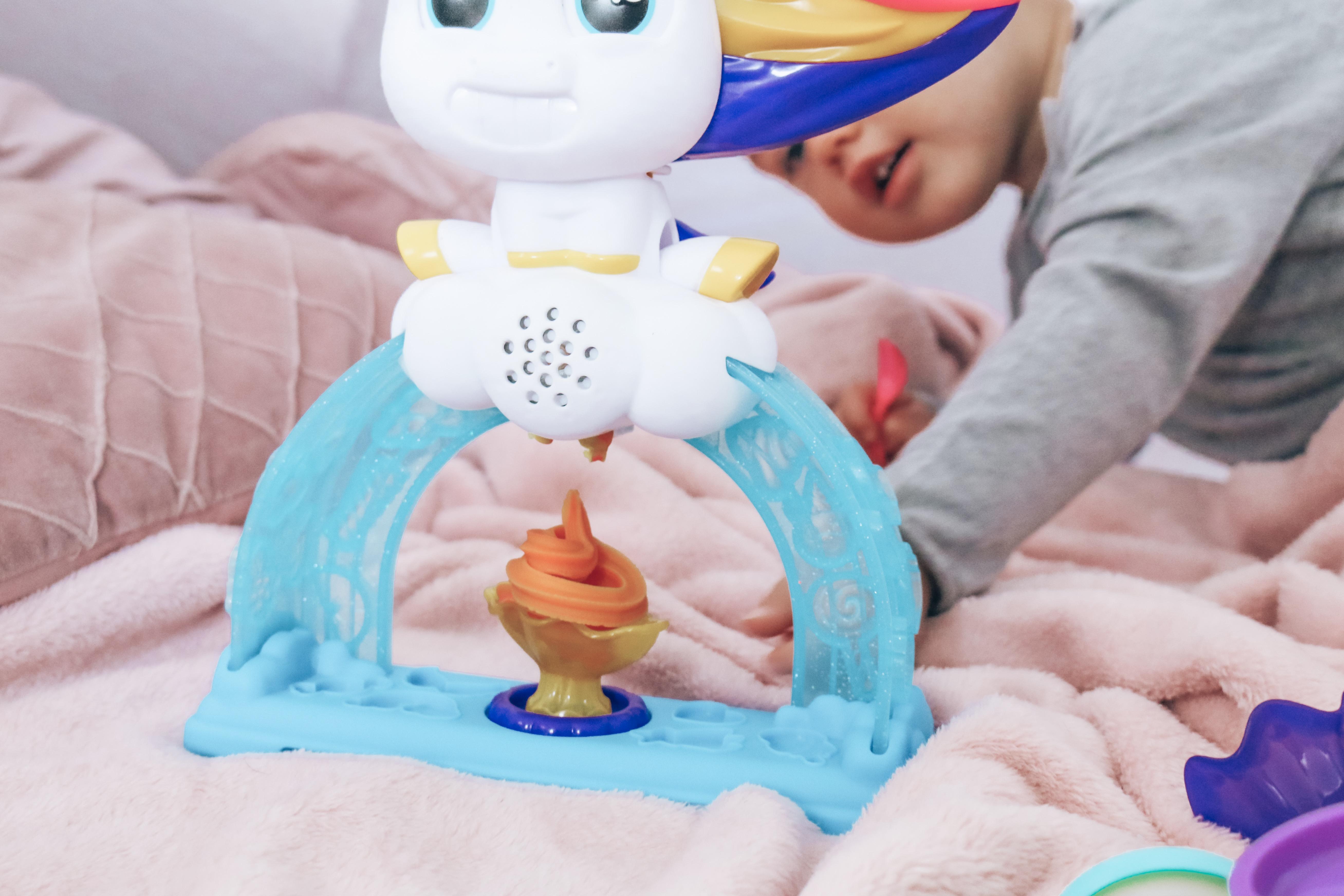 De Drollendraaiende IJseenhoorn van Play-Doh resultaat