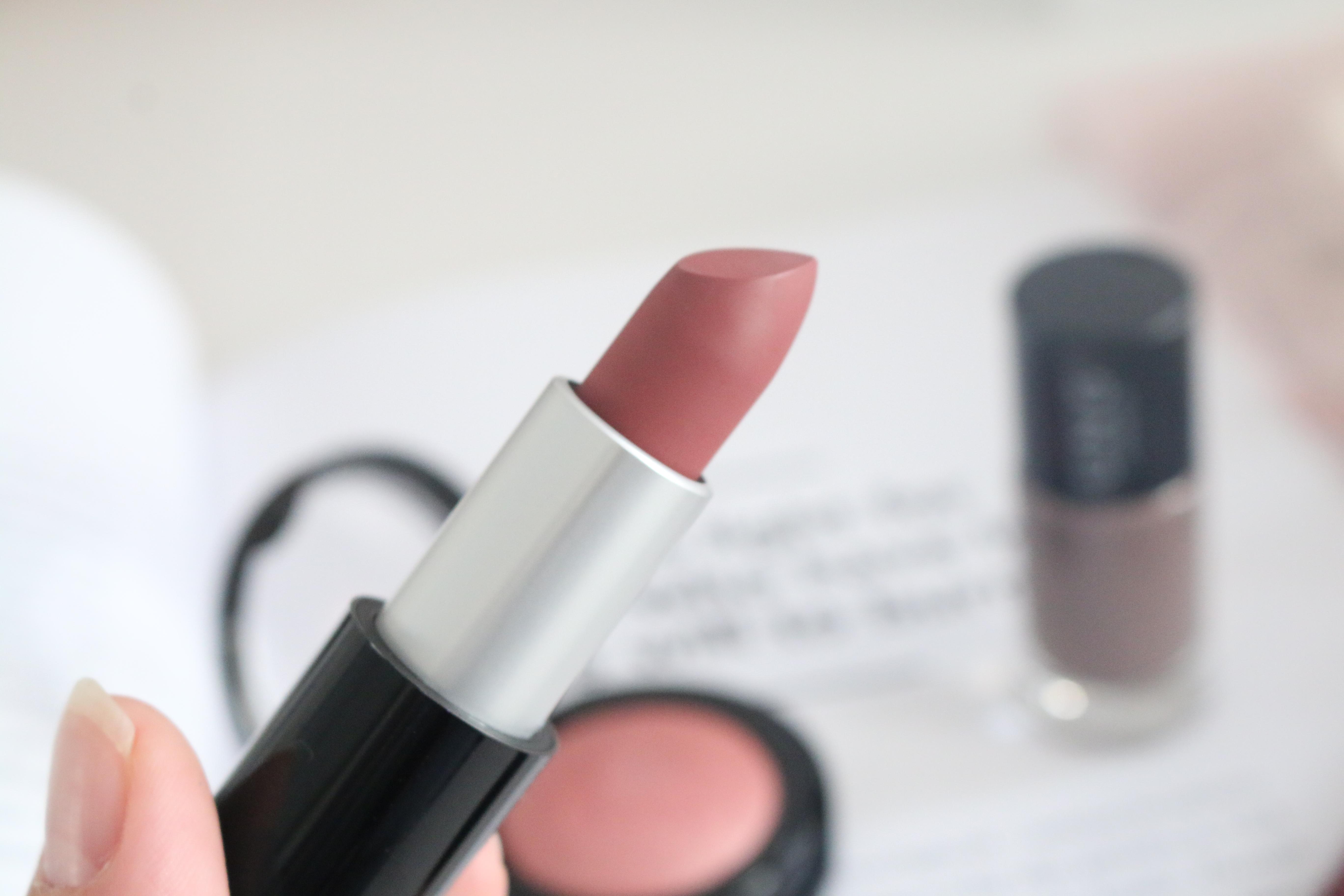UNG Cosmetics Velvet Lipstick Chestnut