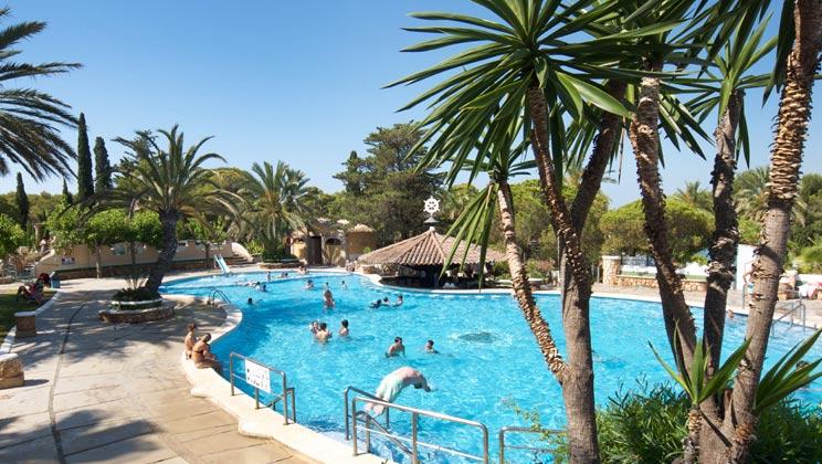 CD011-roda-de-bera-park-playa-bara-campsite-catalonia-pool-i_tcm14-54485