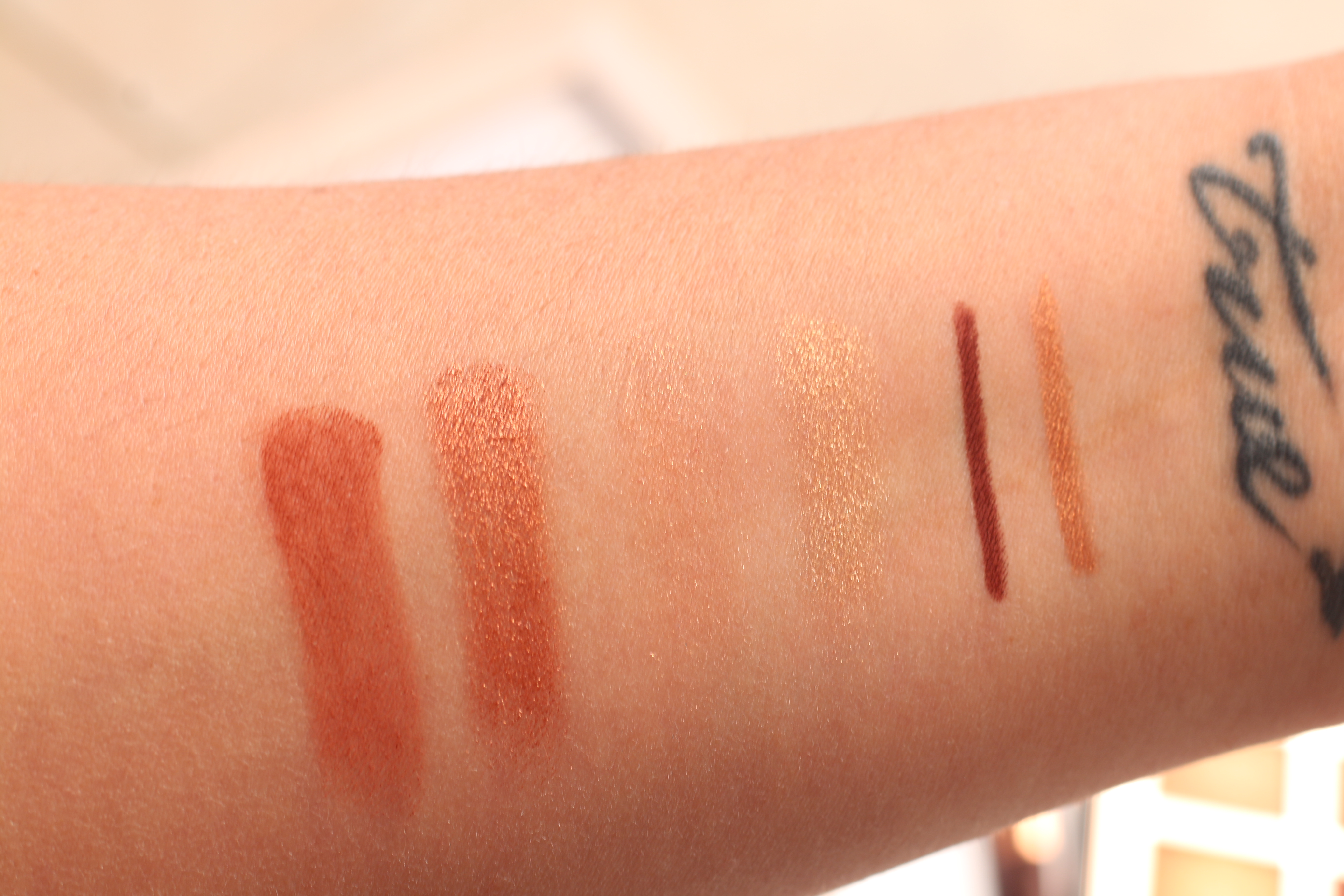 Charlotte Tilbury - Eye Colour Magic Copper Charge swatches